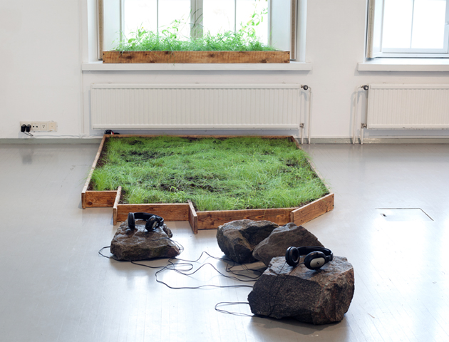 Alpaca Oracle - Meadow, installation, 2014. Photo: Hertta Kiiski.
