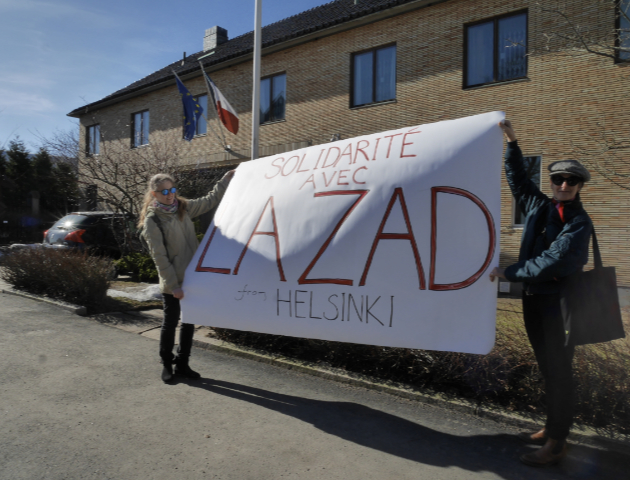 Supporting the ZAD in front of French embassy Helsinki, 2018. Photo: Petri Ruikka